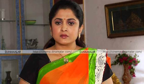College-students-want-chances-from-Ramya-Krishnan-in-their-serials