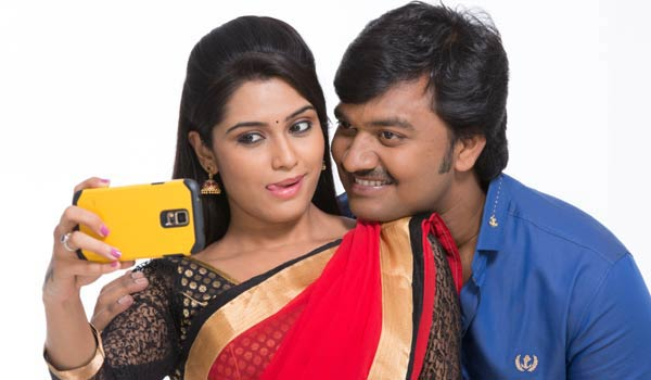 lollu-sabha-jeeva-has-10-lip-lock-scenes-in--arambame-attakasam-movie
