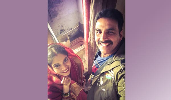 akshaykumar-in--the-sets-of-Toilet---Ek-Prem-Katha!-for-green-india