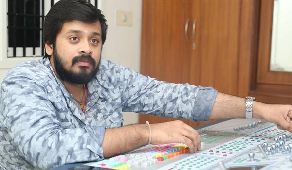 amresh-to-dance-with-namitha-and-iniya-in-pottu-movie