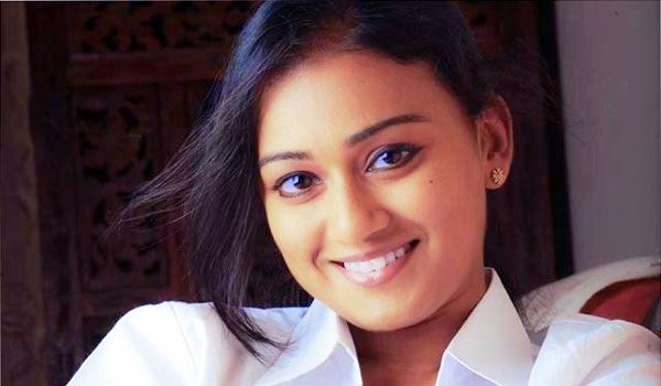 Malayalam-actress-likes-to-act-in-Tamil
