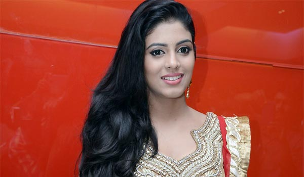 iniya-to-act-in-Hindi-movies-soon