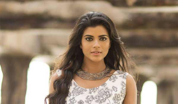 aishwaryarajesh-is-very-hope-full-with-the-movie-sakhavu