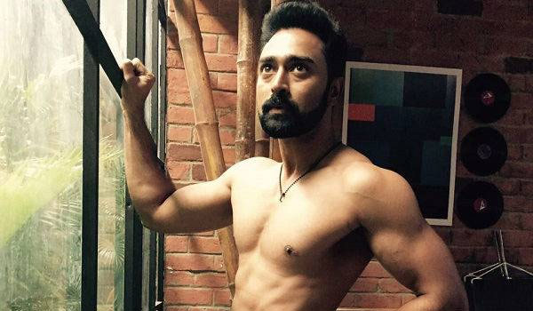 Prasanna-workout-in-gym