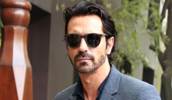 Arjun-Rampal-to-star-in-J-P-Duttas-film-Paltan