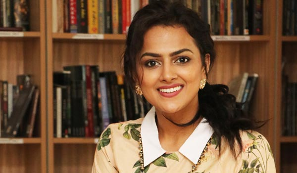Ivan-thanthiran-is-first-movie-become-i-am-heroine-says-Shraddha-srinath
