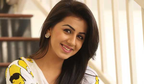 Nikki-galrani-acts-as-friend-of-Nayanthara