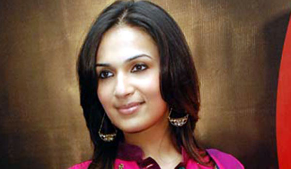 soundarya-rajinikanth-likes-to-make-film-with-Ajith