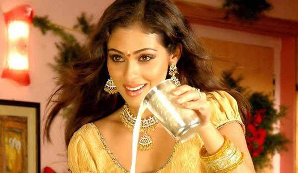Actress-Sadha-acting-as-prostitute-girl