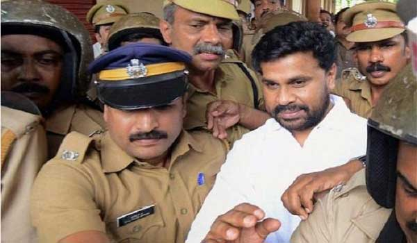 Dileep-comes-out-of-jail-to-perform-fathers-rites-on-death-anniversary
