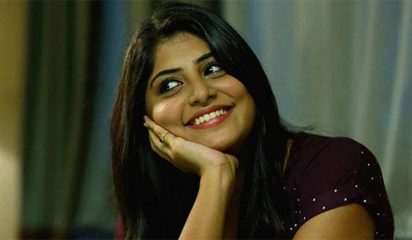 Manjima-mohan-thanks-to-Cameraman