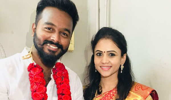VJ-Manimegalai-tie-knot-with-hussain