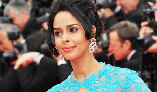 Mallika-Sherawat-evicted-from-Paris-flat-over-unpaid-rent