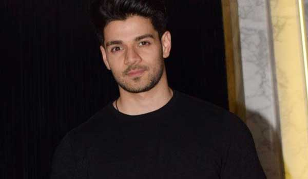 Actor-Sooraj-Pancholi-to-open-dance-academy
