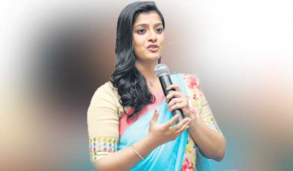 Definitely-come-to-politics!-Varalakshmi-Sarath-Kumar