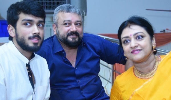 Kalidas-Jayaram-get-advise-from-his-mom