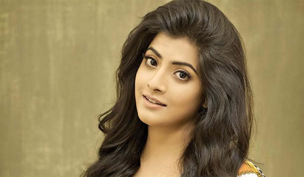 Actress-Varalaxmi--act-as-poltician