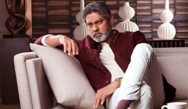 Jagapathi-babu-to-debut-in-Bollywood