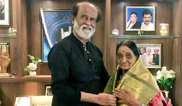 Rajini-honored-78-year-old-fan