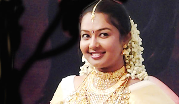 Malayalam-Tv-actress-arrested-for-printing-Fake-Currerncy-note