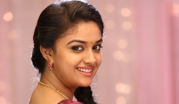 Keerthy-Suresh-gifts-Gold-Coin-to-Sandakozhi-2