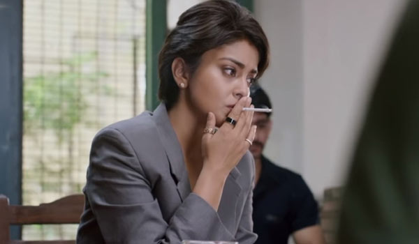 Shriya-smoking-on-her-birthday