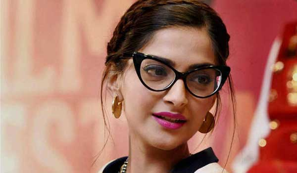 Sonam-Kapoor-Signs-Off-From-Twitter