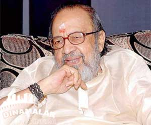 lyricist Vaali injured