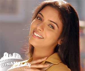 Asin happy about her bol bachan movie hit