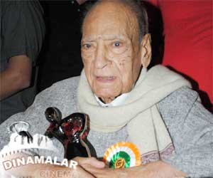 A.K.Hangal passes away