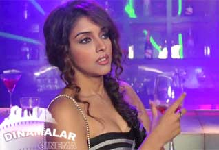 Asin insists being part of Claudias item song