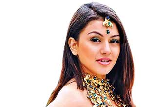 hansika not go home since 40 days