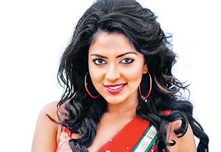 Amala paul asks Rs.1 C