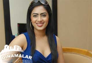 Fans hit actress nikesha patels driver
