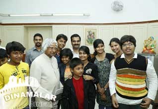 Puthiyathor Ulagam Seivom movie team meet APJ Abdul Kalam