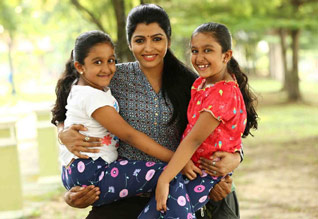 Tamil Cinema Review Engamma rani