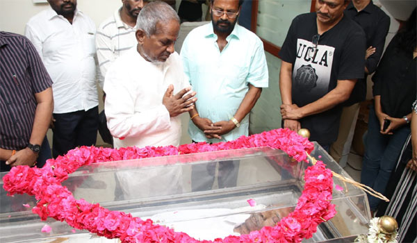 Ilayaraja-pay-respects-to-Mahendran
