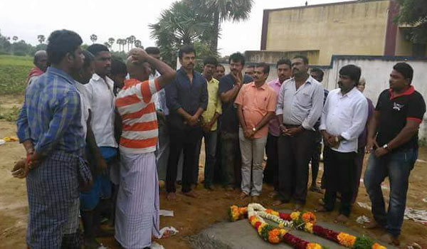 Karthi-pay-homage-to-Inspector-Periypandian