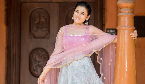 Shalini-Pandey-likes-to-act-as-village-girl