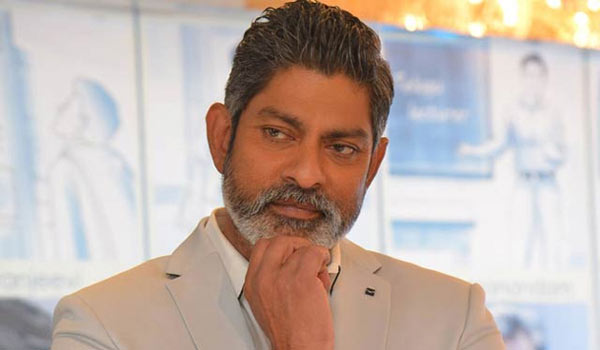 Jagapathi-babu-likes-different-stories