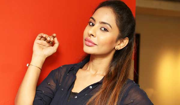 srireddy-next-controversy-about-telugu-directors