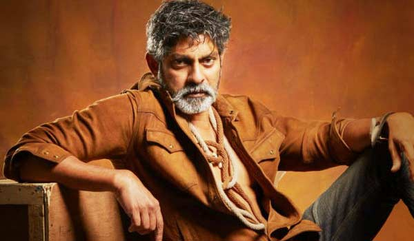 jagapathi-babu-turns-as-villain-for-chiranjeevi