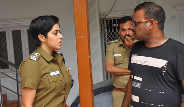 Poorna-getting-police-offer