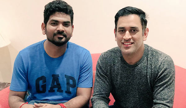 Waiting-to-see-Dhoni-lead-the-country-one-day-says-Vignesh-Shivan