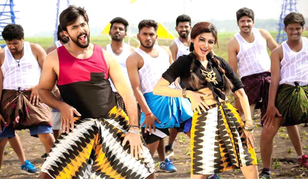 Oviya-acting-as-a-actress-in-a-film