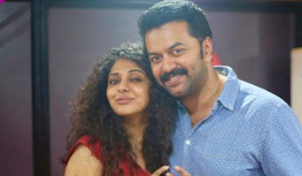 Poornima-indrajith-backs-to-acting