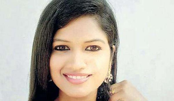 Supporting-actress-Yashika-commits-suicide