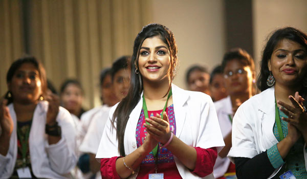 Yashika-Anand-acting-as-Doctor-in-zombie