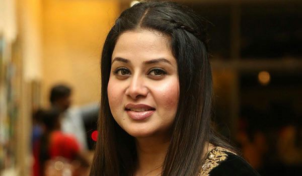 Sangeetha-backs-to-cinema
