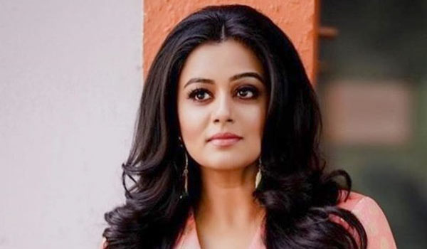 Priyamani-to-run-in-Marathon-for-girls-education